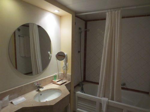 Постирай занавеску в ванной