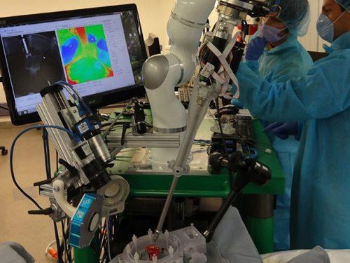 Робот-хирург Smart Tissue Autonomous Robot (STAR) был разработан специалистами из университета Джона Хопкинса