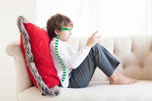 New-gadget-on-Kickstarter-stops-tech-neck-in-kids (1)