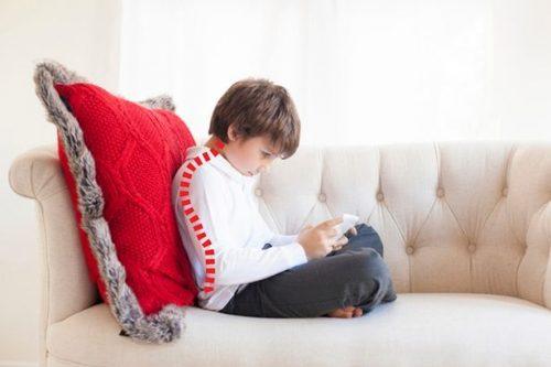 New-gadget-on-Kickstarter-stops-tech-neck-in-kids (3)