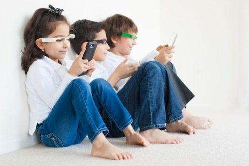 New-gadget-on-Kickstarter-stops-tech-neck-in-kids