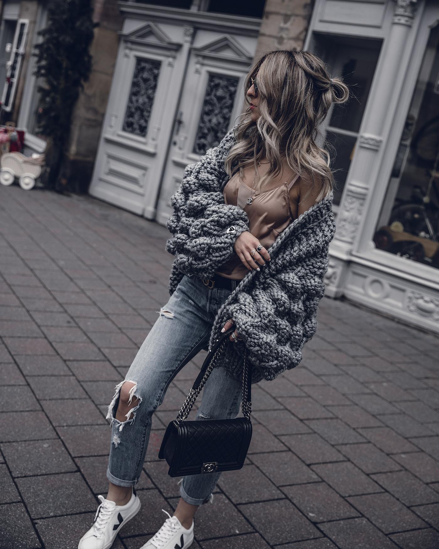 15 idej s chem nosit seryj kardigan chtoby poluchit stilnyj luk