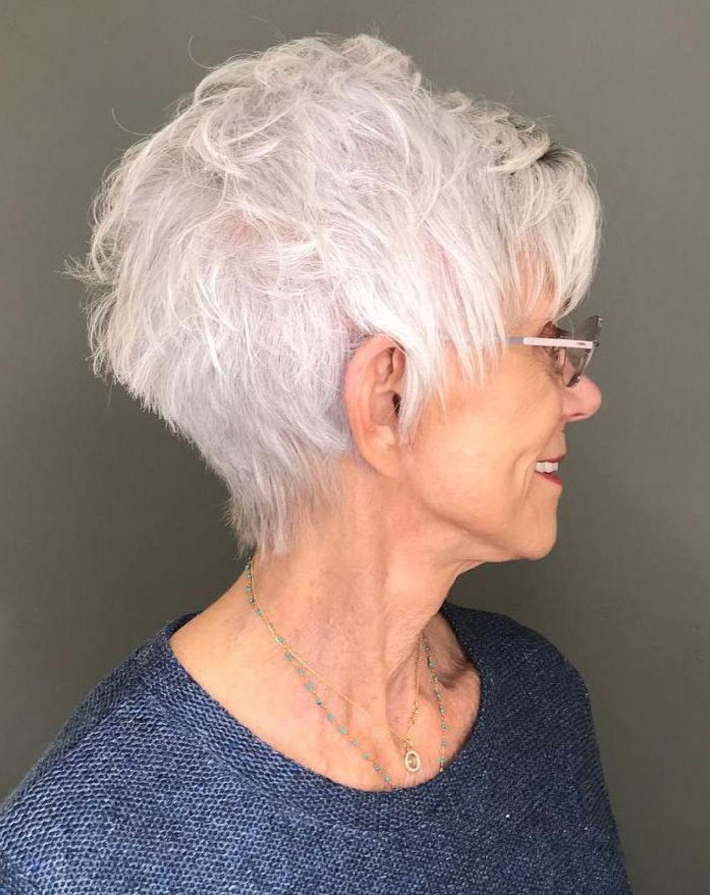 короткие стрижки для пожилых женщин фото 1