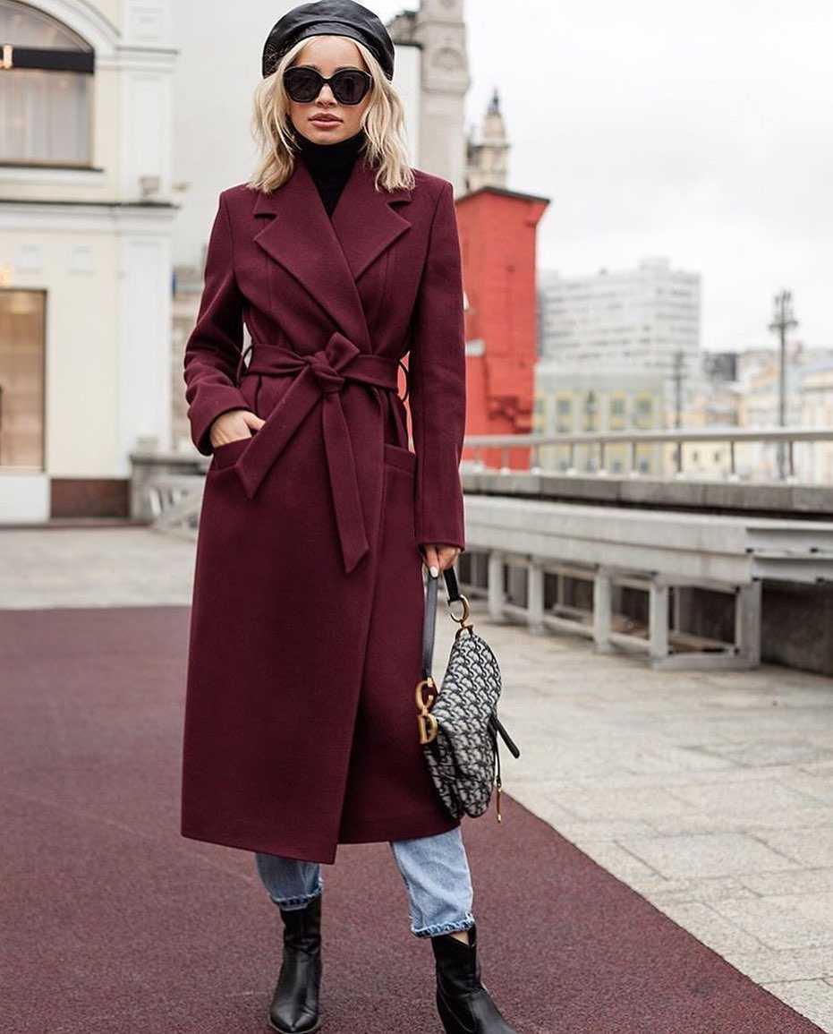 Бордовое пальто фото 5