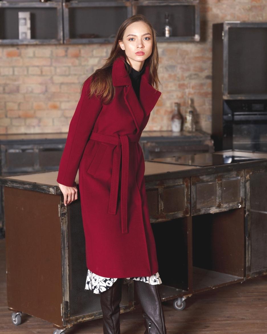 Бордовое пальто фото 2