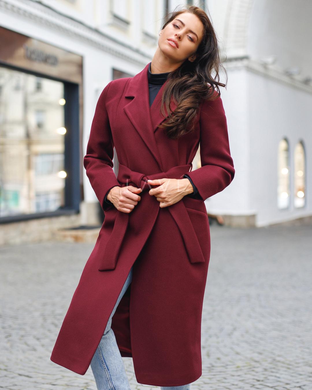 Бордовое пальто фото 7