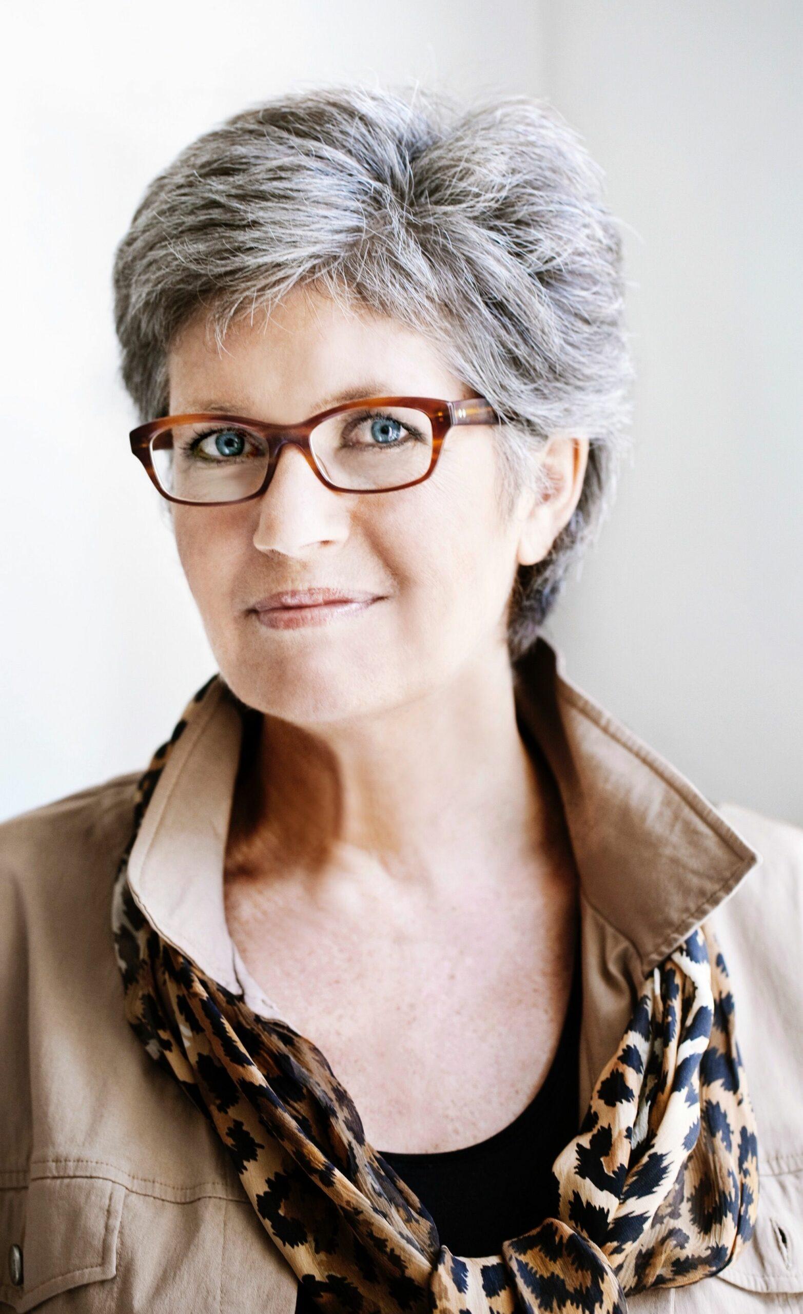 короткие стрижки для женщин старше 60 лет фото 3
