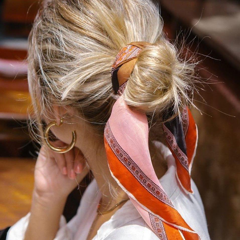 прически для волос средней длины фото 11