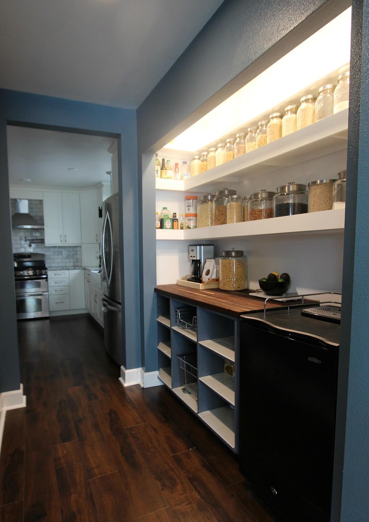 стеллажи для организации кладовой на кухне фото 8