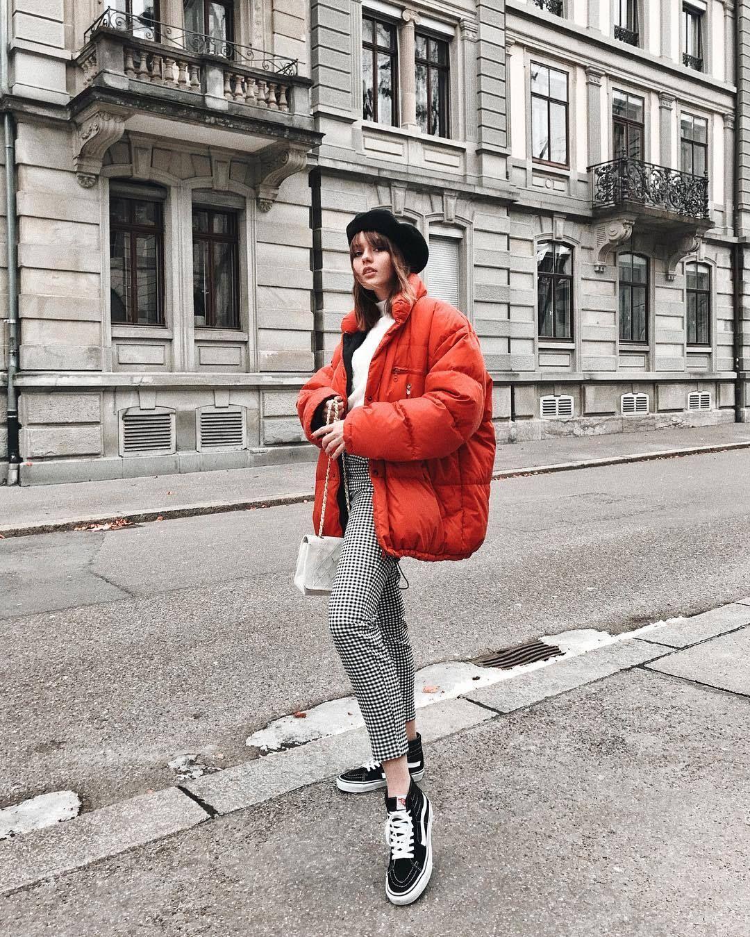 Красная куртка фото 10