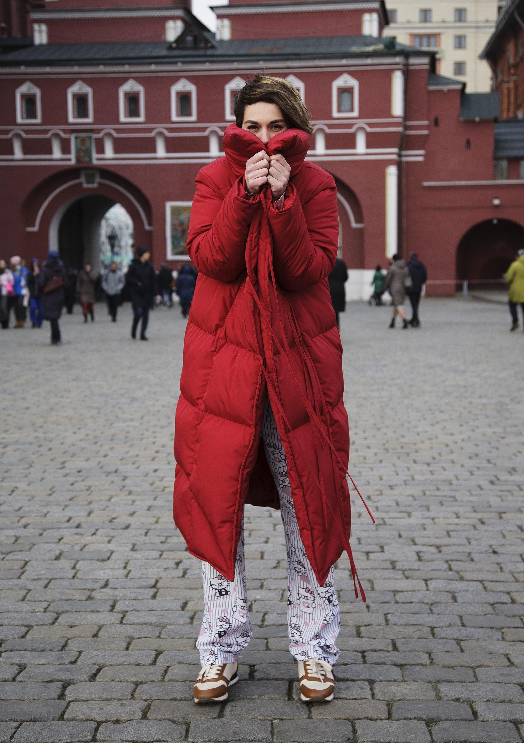 Красная куртка фото 1