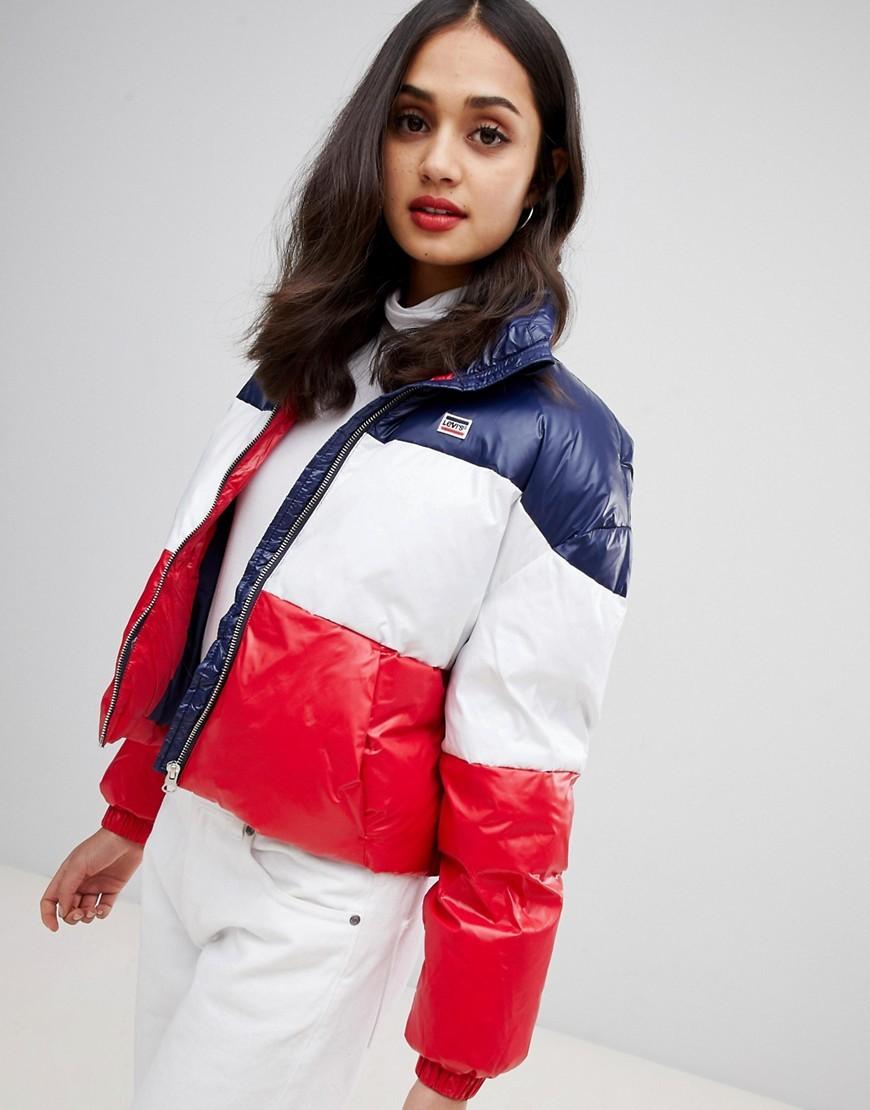 Красная куртка фото 16