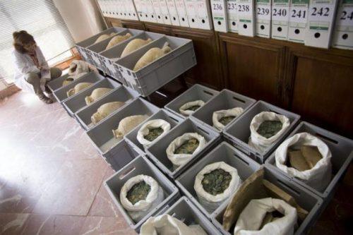 small 600 kg drevnerimskih bronzovyh monet 2