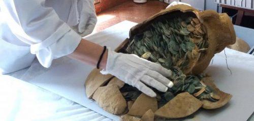 small 600 kg drevnerimskih bronzovyh monet