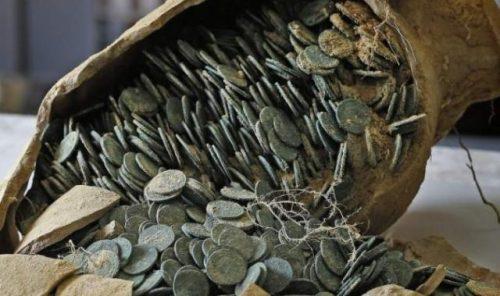 small monety v amfore