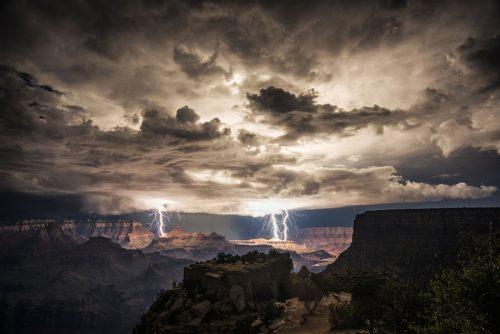 Молния в Гранд-Каньоне / ©photographysedona.com