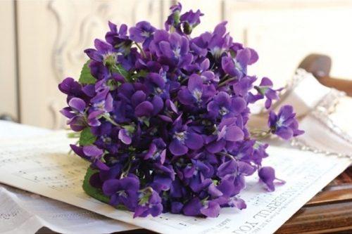 hoa cuoi cam tay mau tim 12