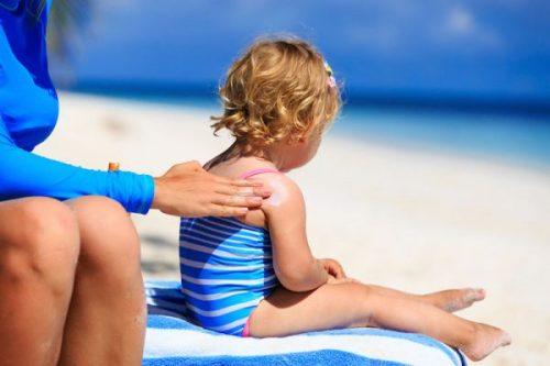 little girl sunscreen e1467032266561