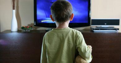 Телевизоры и гаджеты наносят вред детскому телу