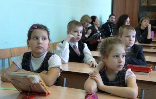 Новая школа. Учеников хотят освободить от ненужных знаний и обеспечить электронными учебниками.
