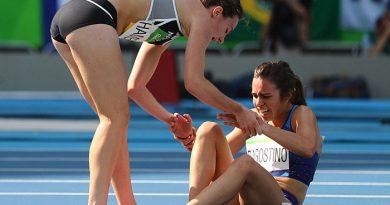 Трогательные моменты в Рио: как бегунья помогла сопернице добраться до финиша