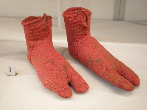 1Самые старые носки