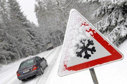 Обережно за кермом: правила водіння автомобіля в зимовий період