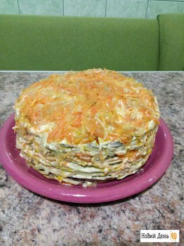 Печеночный торт с яйцом и морковью