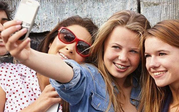 Teenagers selfies  3105210b large trans NvBQzQNjv4BqpJliwavx4coWFCaEkEsb3kvxIt lGGWCWqwLa RXJU8