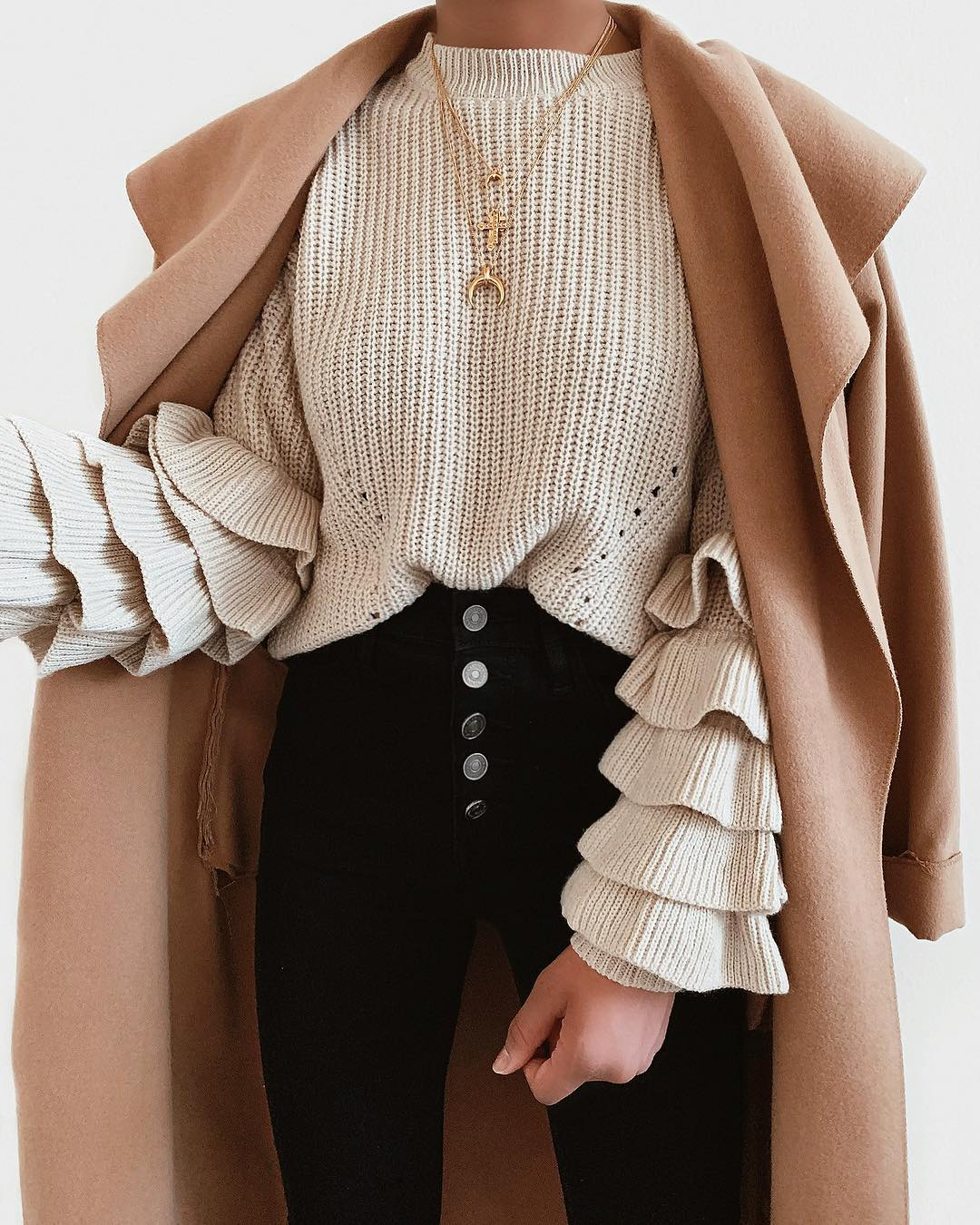 С чем носить бежевый джемпер, свитер и кофты 2019-2020: 15 элегантных образов