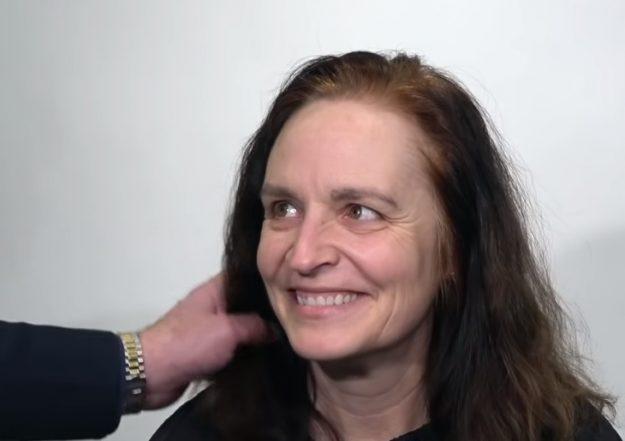 Женщина хотела немного укоротить волосы. Она не ожидала, что выйдет из салона другим человеком