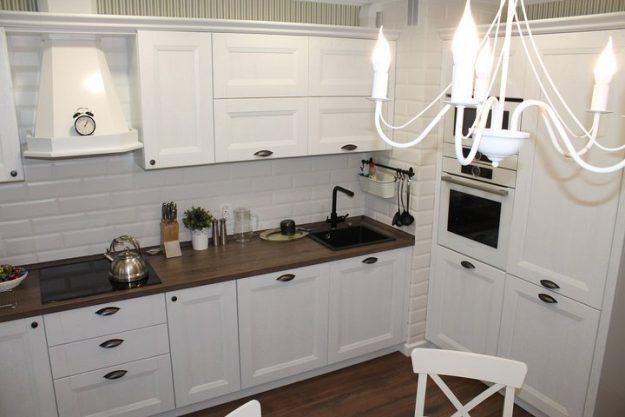 Нашу кухню испортил вентканал. Нашли решение — Дом. Ремонт. Дизайн
