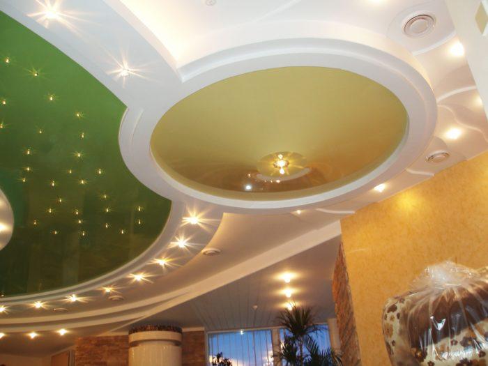 Сложный многоуровневый потолок