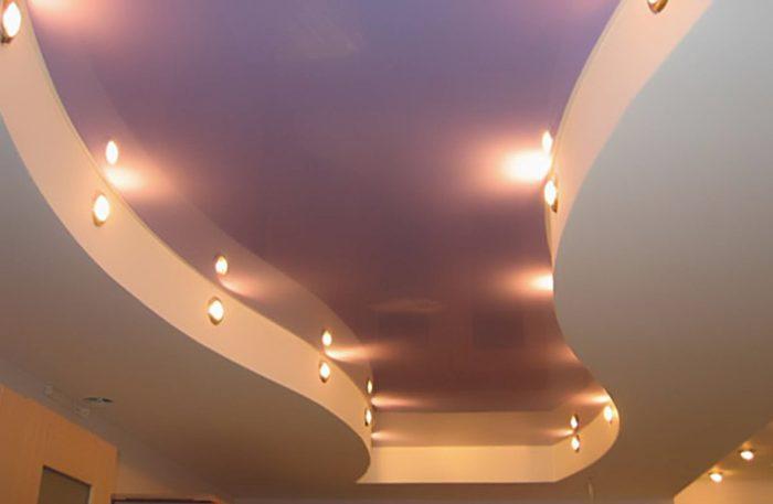 Фигурный потолок из гипсокартона и натяжного