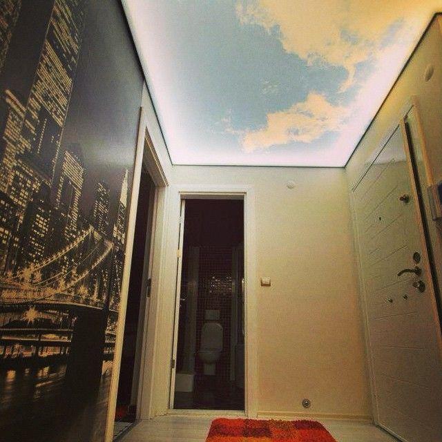 Прихожая с натяжным потолок в виде небо