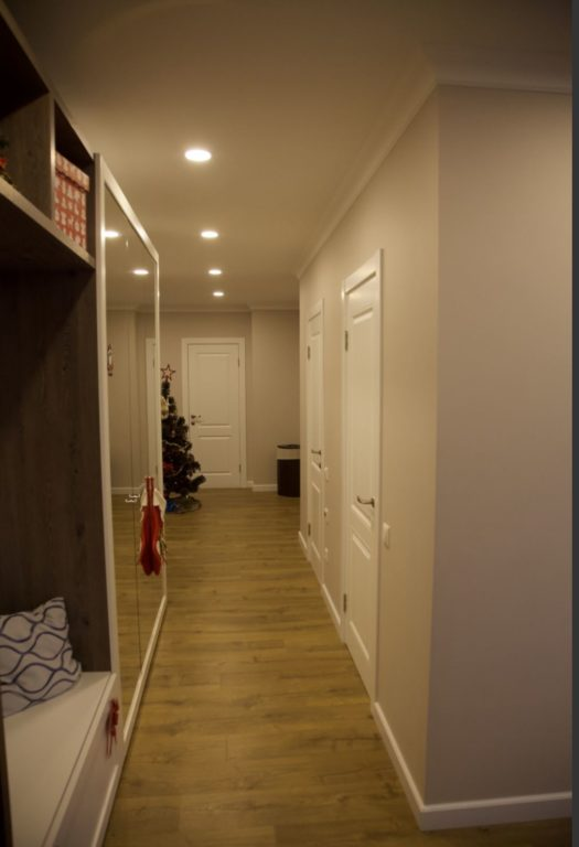 Потолок в коридоре-прихожей