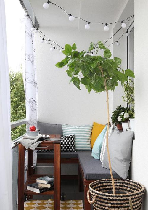 Светлое решение балкона