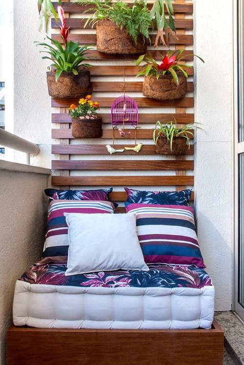 Прекрасная реализация спальни на балконе