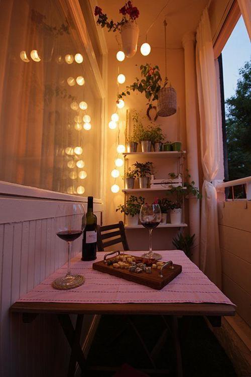 Уютный ночной балкон