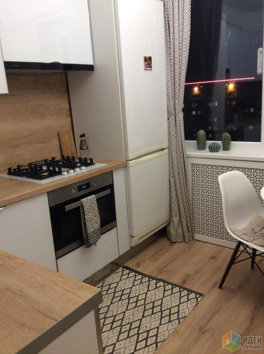 Маленькая белая стеклянная кухня