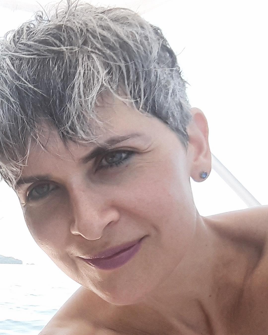 короткие стрижки для женщин старше 60 лет фото 10