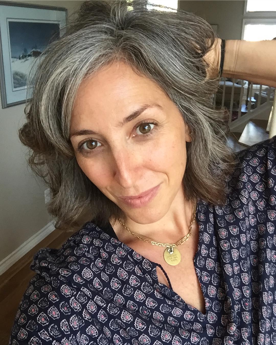 короткие стрижки для женщин старше 60 лет фото 9
