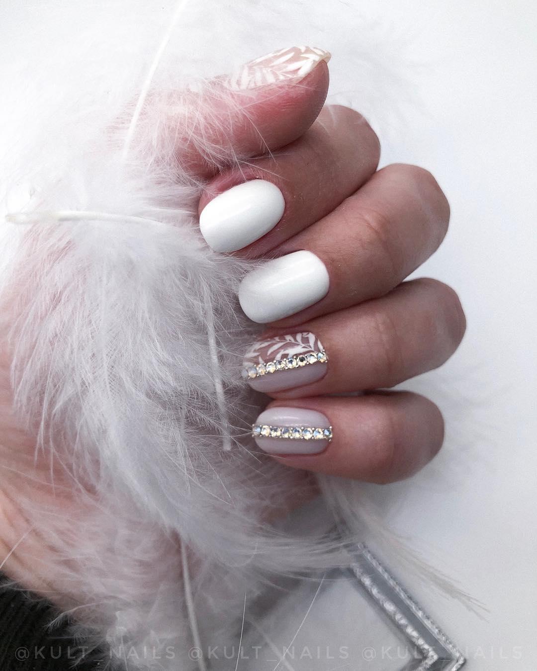 белые короткие ногти 2019_3