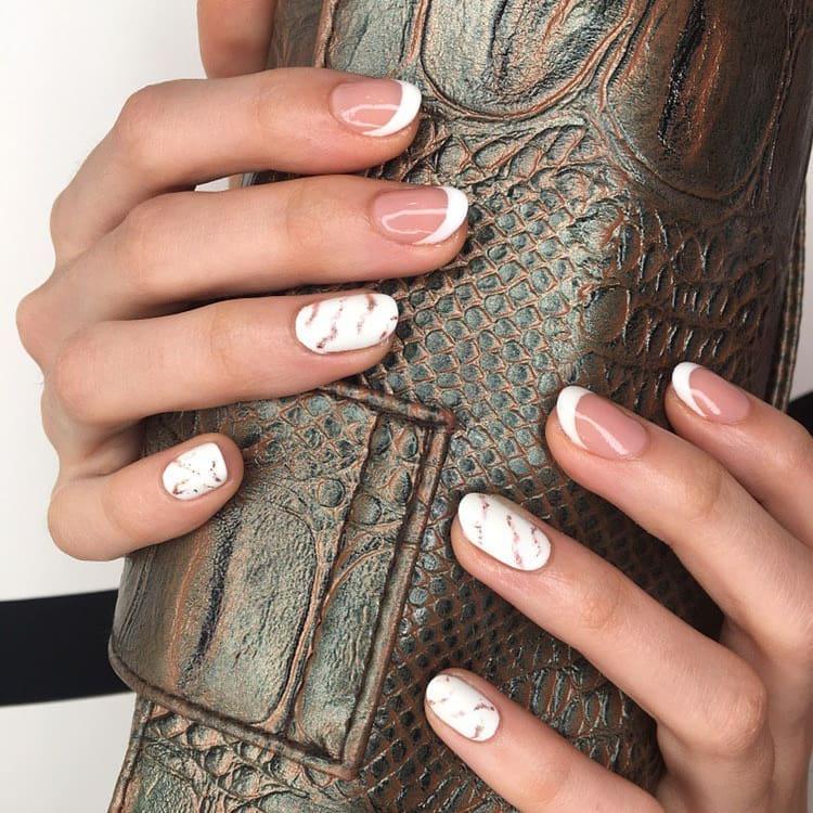 белые короткие ногти 2019_25