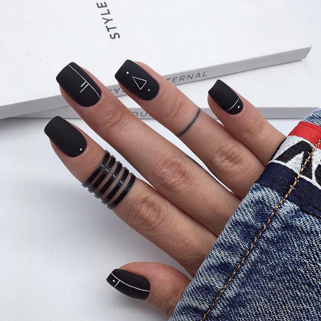 черный маникюр 2019 фото_12