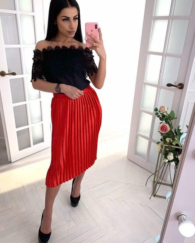 красная юбка + черная блузка фото 5