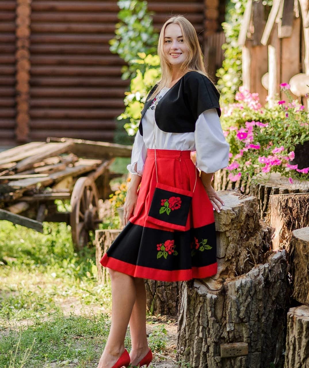 красная юбка + черная блузка фото 2