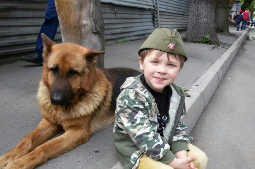 6 letnij vanja i ego papa spasli uzhe bolshe 100 koshek i sobak