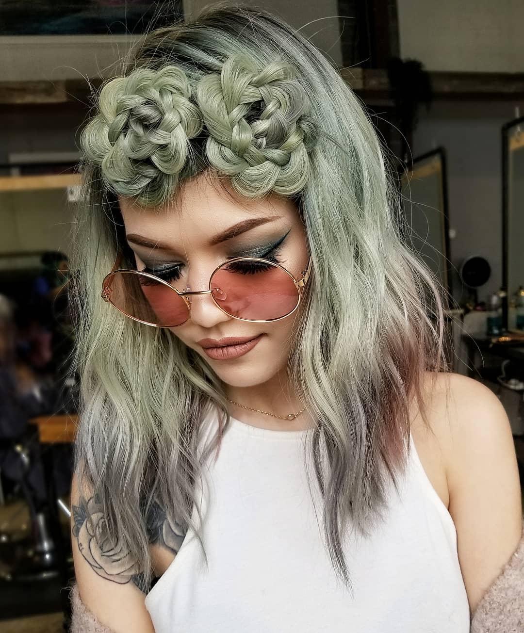 причёски для волос средней длины фото 6