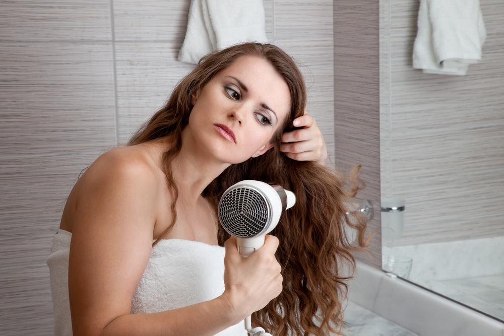 ошибки, которые заставляют волосы выглядеть тонкими фото 5